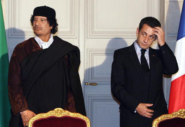 Mouammar Kadhafi et Nicolas Sarkozy en 2007 à l'Elysée.