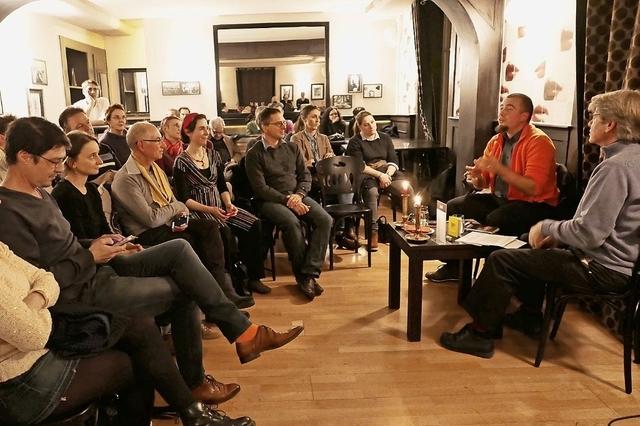 En orange, Pierre Fankhauser anime une soirée Tulalu!? avec Jacques Poget au Lausanne-Moudon.