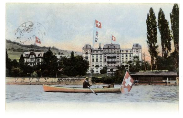 Une carte postale du début du XXe siècle figurant le Grand Hôtel de Vevey. En 1867, l'établissement fait parler de lui en installant un ascenseur à traction hydraulique.