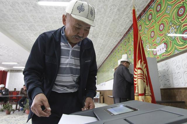 Image du vote de ce 4 octobre 2015 au Kirghizstan.