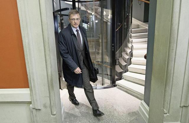 Markus Seiler, patron du Service de renseignement de la Confédération et proche d'Ueli Maurer, essuie les critiques des commissions du parlement depuis 2012.