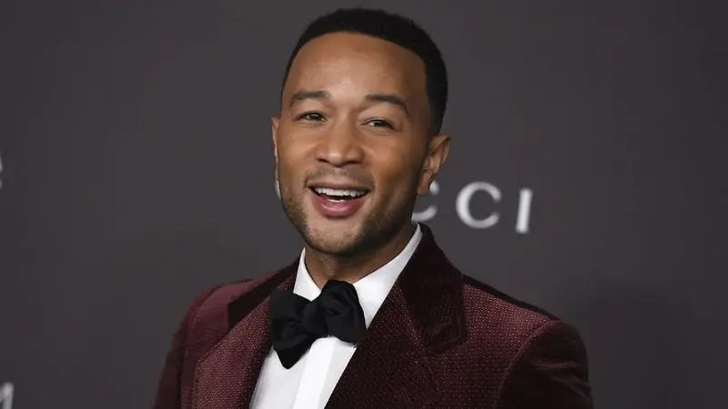 Famous students who have been formed in unimaginable courses: John Legend