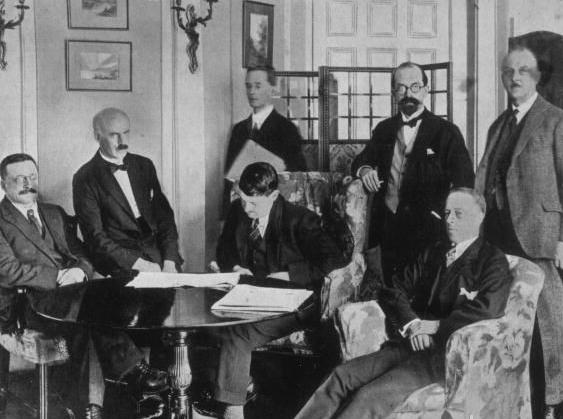 signing the anglo irish treaty 1922