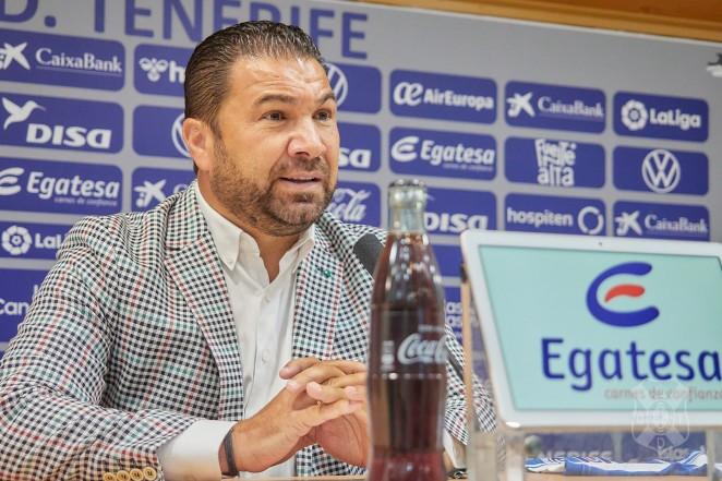 """En la presentación de Mellot, Cordero ha dicho querer mejorar el equipo con uno o dos delanteros. Sobre Joselu, la salida es """"satisfactoria"""""""