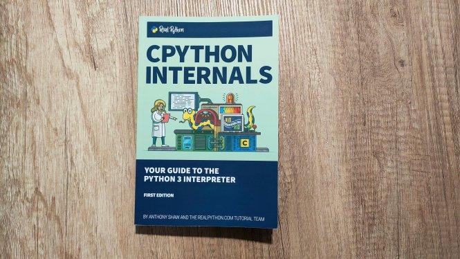 Couverture de CPython Internals: Your Guide to the Python 3 Interpreter
