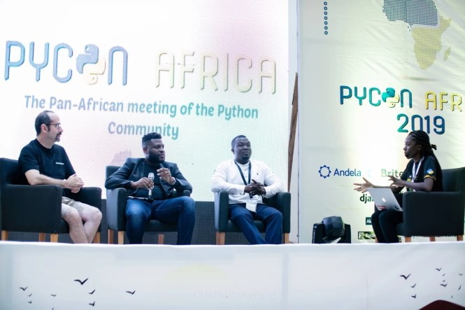 Discussion en groupe à PyCon Africa