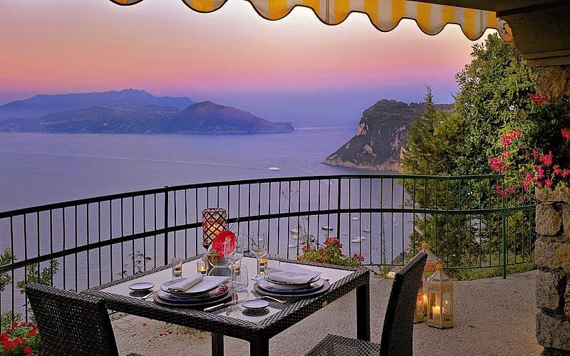 La Terrazza di Lucullo Ristorante Capri A cena con linfinito