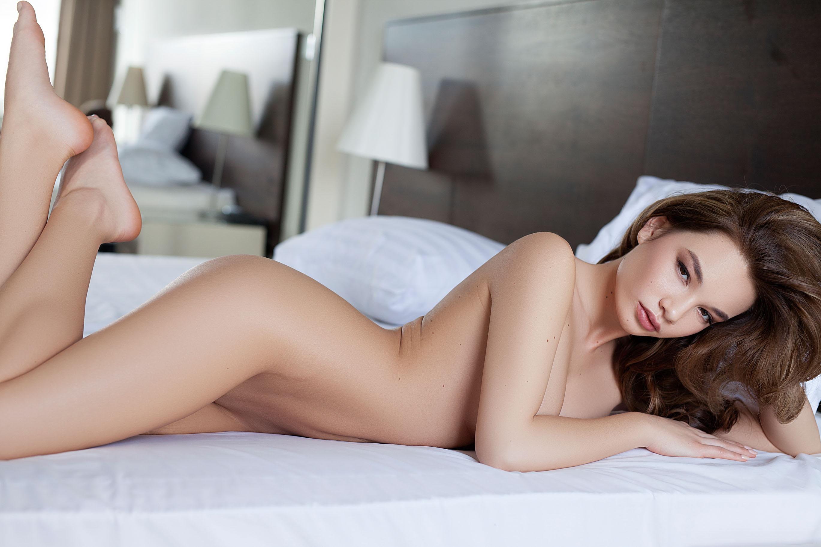 Clara, brunette, nude, strip, bedroom