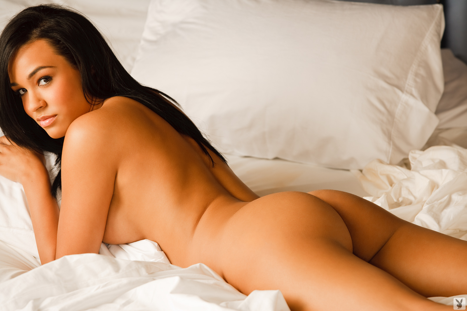 Andrea Leilani, brunette, strip, lingerie, bed