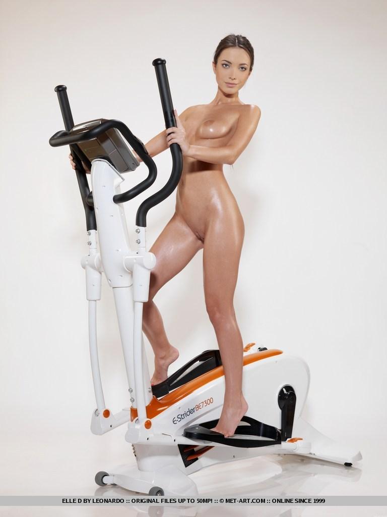 Elle D, brunette, nude, workout, gym, sweat, wet
