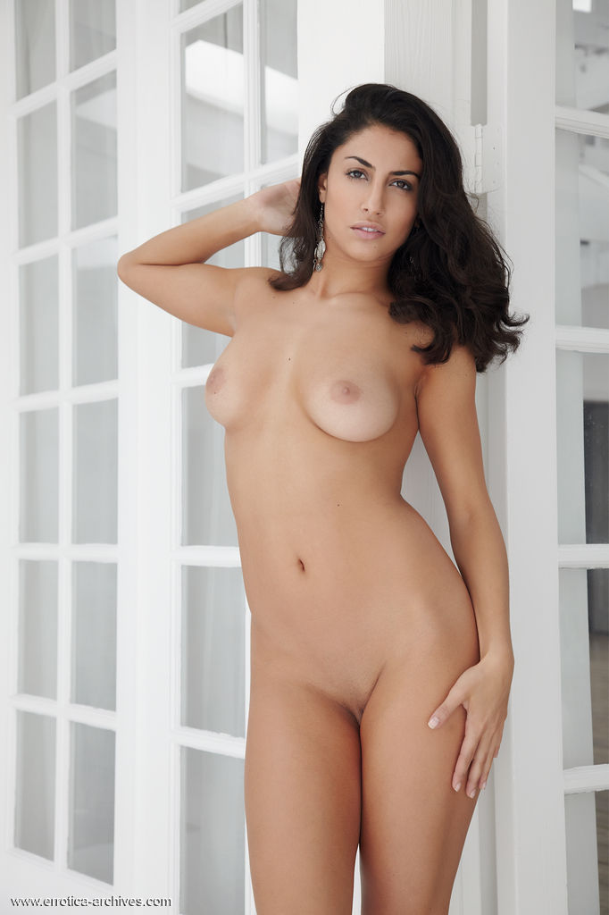 Nadia, brunette, nude, busty, pose, heels