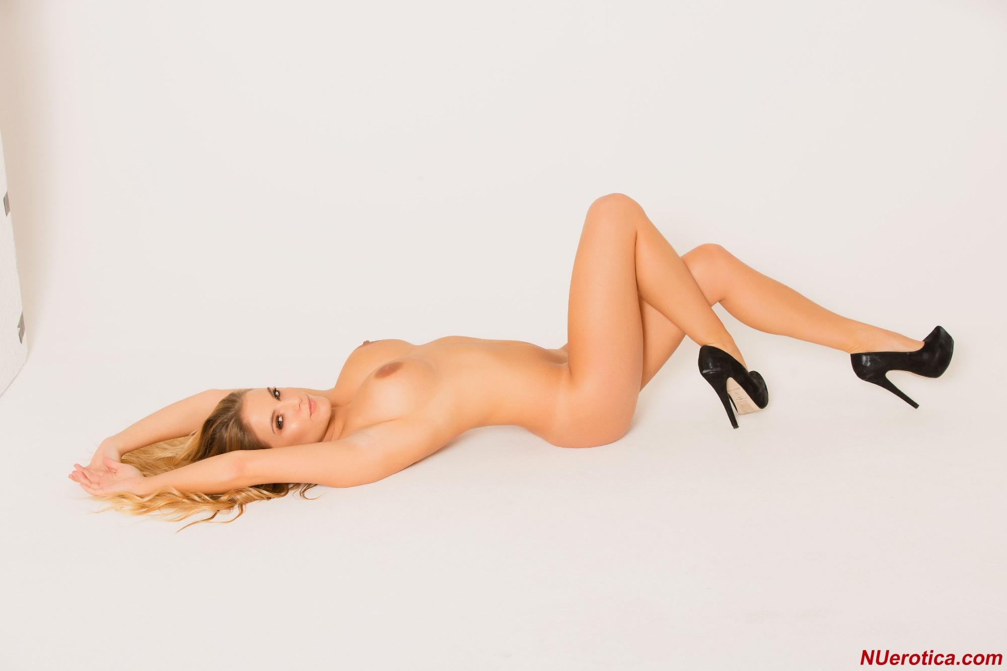 Jessica Kingham, blonde, strip, nude, busty, bikini