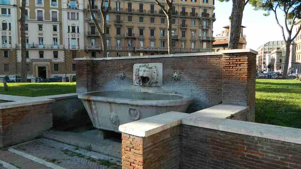 Fontana protome leonina