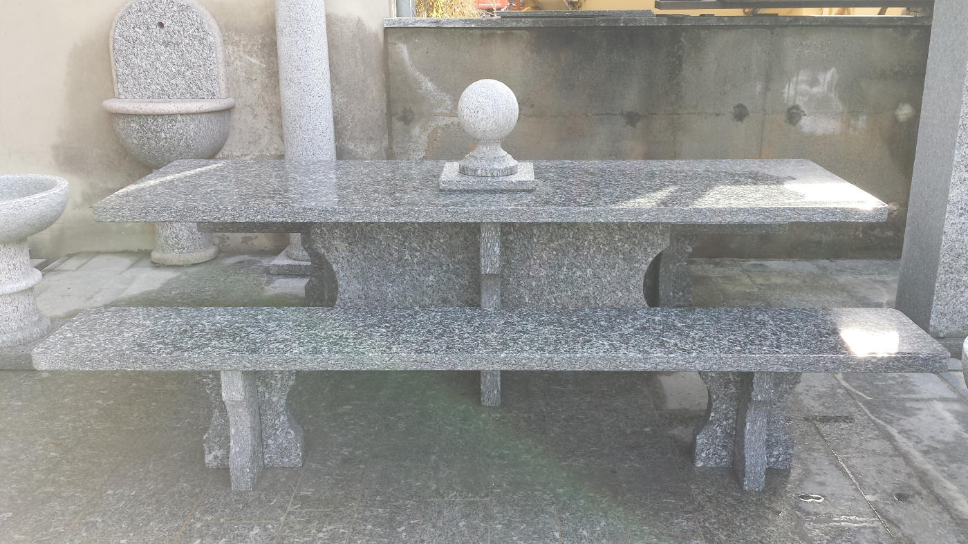 Tavoli In Marmo Da Giardino.Fontane In Granito Da Giardino Tavolo E Fontana Da Giardino In