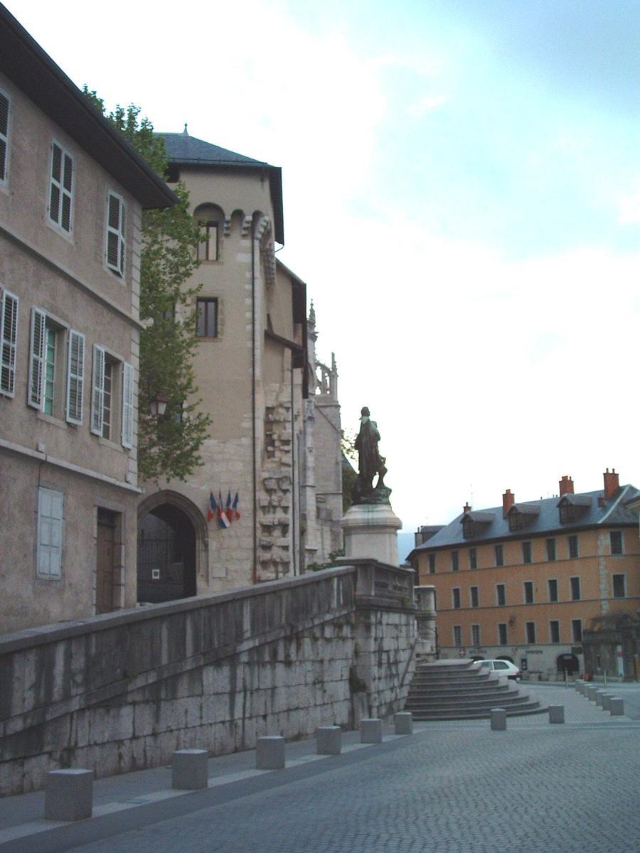 Chateau Des Ducs De Savoie : chateau, savoie, Château, Savoie, (Chambéry,, 1466,, Century), Structurae
