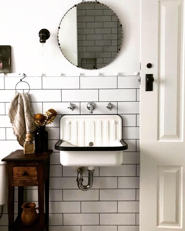 gorgeous vintage inspired bathroom