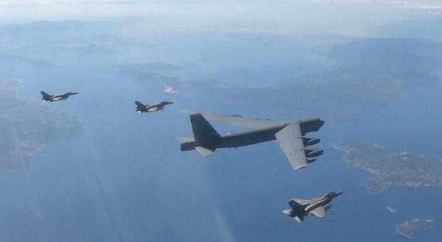 Νέα τουρκική πρόκληση: Τουρκικά F-16 παρενόχλησαν ελληνικά που συνόδευαν αμερικανικό βομβαρδιστικό