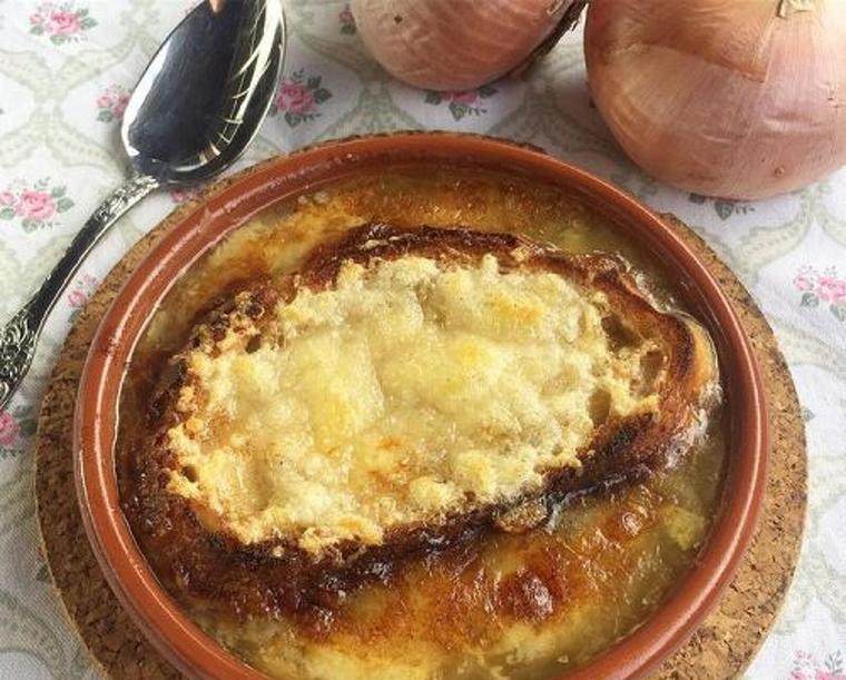 La sopa de ceba és ideal pels dies freds de tardor o hivern