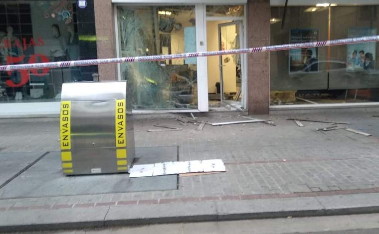 Així ha quedat l'entrada de l'oficina bancària