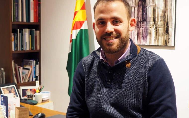 L'alcalde Carlos Cordón al despatx d'alcaldia