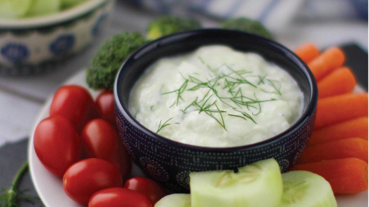 Cmo hacer salsa tzatziki Receta tradicional griega