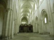 PONTIGNY: nawa główna kościoła / nave of the church