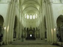 PONTIGNY: prezbiterium kościoła / choir of the church