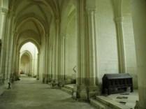 PONTIGNY: arkady północne kościoła / in the north aisle