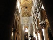 SEMUR-EN-AUXOIS: nawa główna kolegiaty nave of the collegiate church