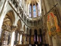 SEMUR-EN-AUXOIS: prezbiterium kolegiaty / choir of the collegiate church