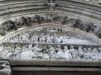 SEMUR-EN-AUXOIS: tympanon portalu transeptu pn. / tympanum of the north transept