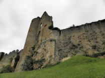 ANGLES-SUR-ANGLIN: ruiny zamku biskupiego / ruins of the castle