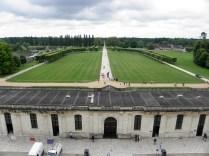 CHAMBORD: widok na bramę wejściową / look towards the gate