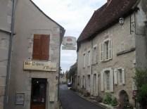 ANGLES-SUR-ANGLIN: Jedna z uliczek miasteczka / Street in the town