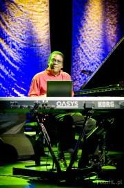 Zdjęcia - Photos - Koncert Herbie Hancock we Wrocławiu - Hala Stulecia 2010, foto: Filip Głuch - www.fotofil.pl