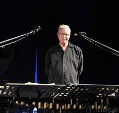 Gary Burton - master of vibraphone during his live performance in Wroclaw, Poland i 2011 - photos by Filip Głuch - www.fotofil.pl