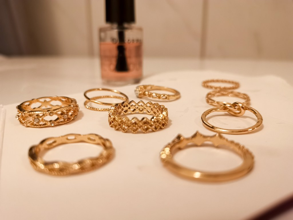 How to keep cheap jewelry from fading, DIYs with nail polish, keep nail polish from tarnesing, preserve face jewelry