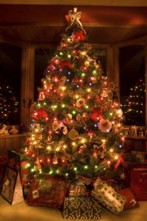 albero-di-natale-con-i-regali