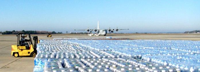 acqua_trasporto_aereo_bottiglie_di_plastica
