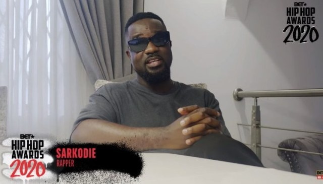 Sarkodie presents BET award