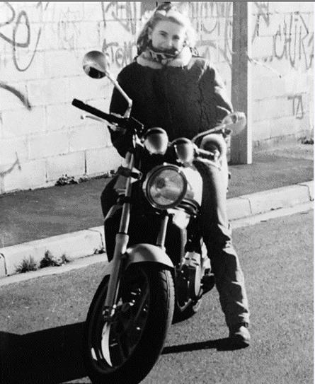 Fille au Guidon, sur les iron motors 2019, femme en moto depuis 1998