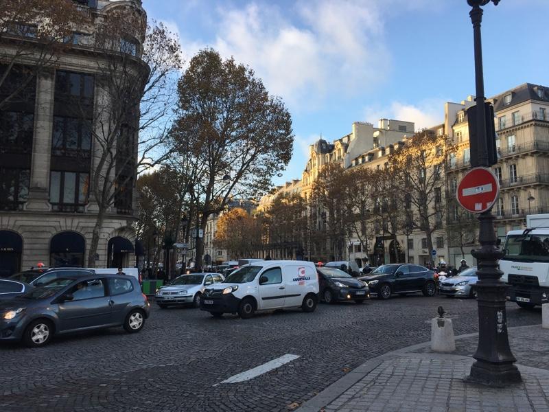 accident collision moto voiture place de la Madeleine Paris