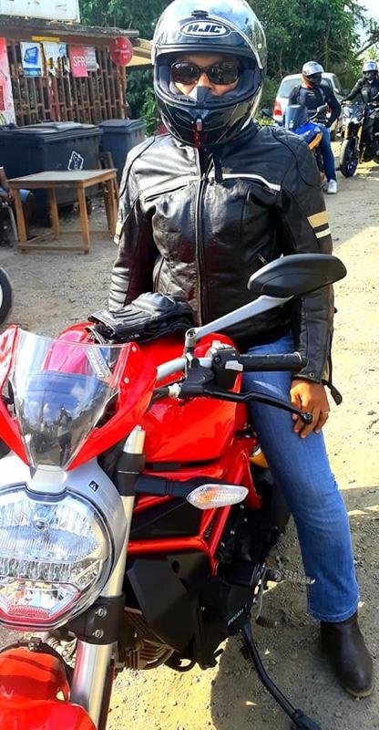 Fati, motarde à Mayotte