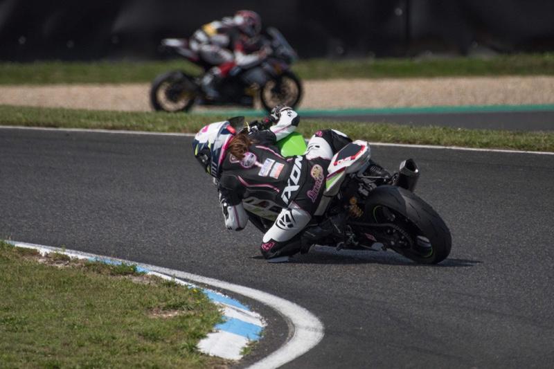 Lucie Boudesseul a 15 ans est deja une grande pilote moto engagée dans le championnat de France SSP 300