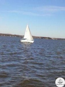 Hunter 25 under sail