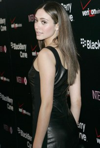 emmy-rossum-blackberry-8330-pink-curve-launch-party-01