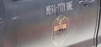 dredd-2012-first-mega-city-set-photos-casting-call