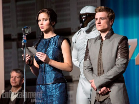 katniss-everdeen-peeta-mellark-the-hunger-games-catching-fire-entertainment-weekly-january-18-2013-01-590x443