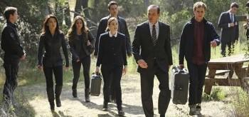 Ming-na Wen Chloe Bennet Brett Dalton Elizabeth Henstridge Clark Gregg Iain de Caestecker Agents of S.H.I.E.L.D.