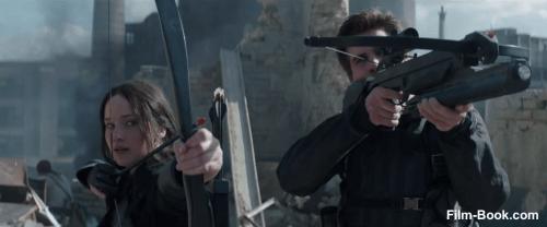 Jennifer Lawrence Liam Hemsworth The Hunger Games Mockingjay Part 1